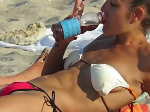 Peep on perfect beach body and pussy goosebumps
