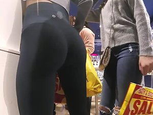 Well trained bubble butt in tight leggings