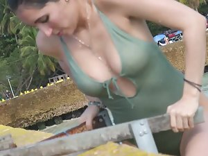 Cameltoe gets wet and more visible