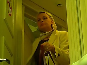 Businesswoman caught pissing via hidden cam