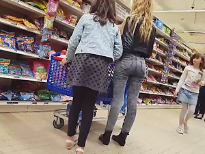 Sexy daughter shops with her entire family