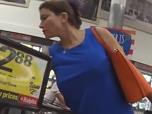 Big boobs with no bra in the supermarket