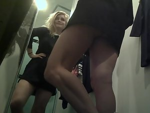 Shocking big boobs peeped in fitting room