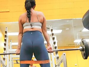 Strong butt clenching and relaxing during deadlifts
