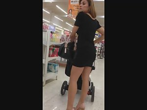 Quick look on seductive milf in supermarket