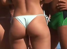 Big round butts spied on the beach