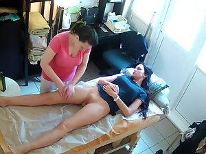 Spying a naked girl during real massage