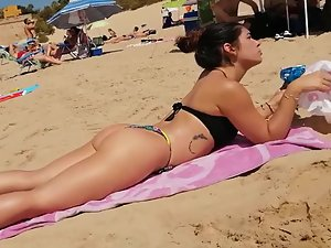 Spotless bubble butt on the beach