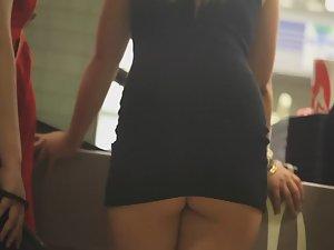 Miniskirt raises up and reveals nude ass