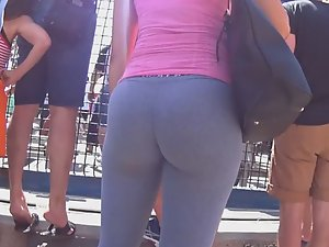 Bubble booty spied in crowd