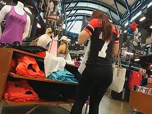 Hot redhead got a nice big ass
