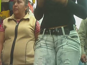 Thick woman in torn jeans