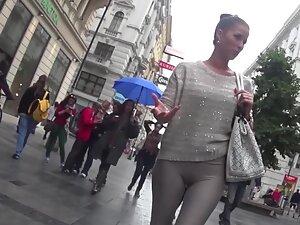 Talkative woman with a nice gap between thighs