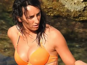 Gorgeous wet girl spied on beach
