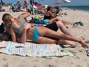 Peeping while boy caresses sweetheart's ass on beach