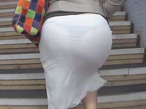 Milf got a big butt and a black thong