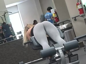 Spying on unofficial gym queen during workout