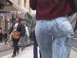 Squishy ass in jeans