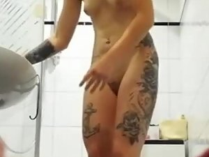 Spying on sexy body and tattoos of hot niece