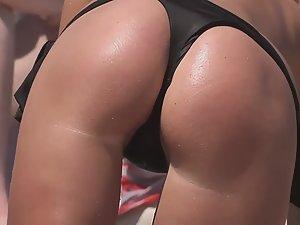 Sexy beach girl got it all
