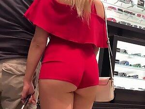 Gold digger blonde got a hot ass and cameltoe