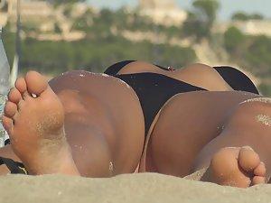 Teen's pussy lip slips out of black bikini