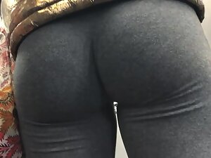 Insane ass cheeks in extra tight leggings