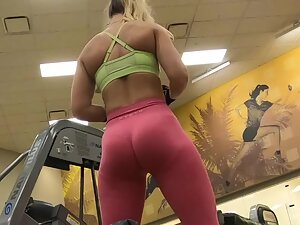 Fit blonde's workout is like pure seduction