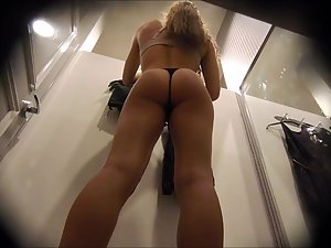 Peep on most erotic girl ever caught in fitting room