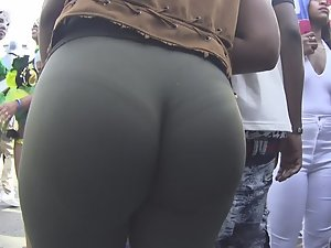 Juicy ebony ass twerking on its own