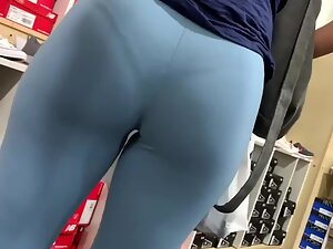 Tight booty and visible thong in blue leggings