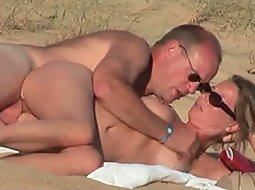 Mature couple got horny at the beach