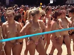 Nudist race with a big crowd