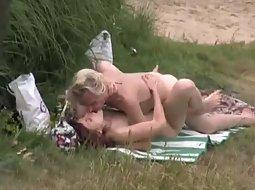 Voyeur catches a horny couple