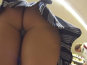 Upskirts in the supermarket
